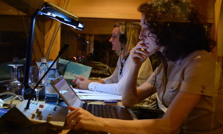 AICE Intérpretes interprete, traductor simultaneo, interprete consecutivo, traductor jurado, interprete de conferencia